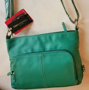 🎄🎁Host pick🎅 BNWT Tignanello green purse 3 in 1
